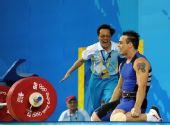 图文:男举94公斤级决赛 教练狂喜冲上前来
