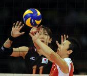 图文:[女排]中国VS日本 冯坤传球