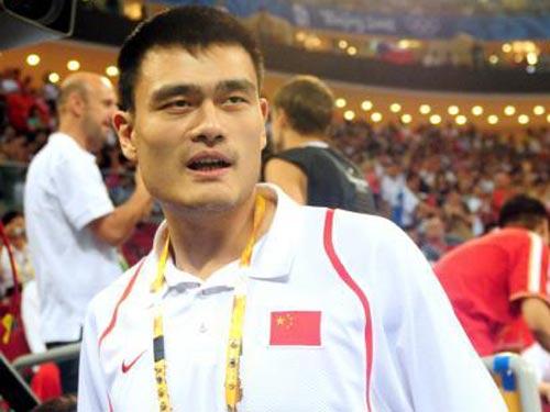 图文:女篮预赛B组中国队半场领先 姚明出现
