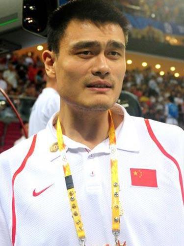 图文:女篮预赛B组中国队半场领先 姚明观战