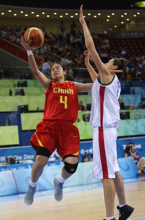 中国对阵捷克 宋晓云上篮