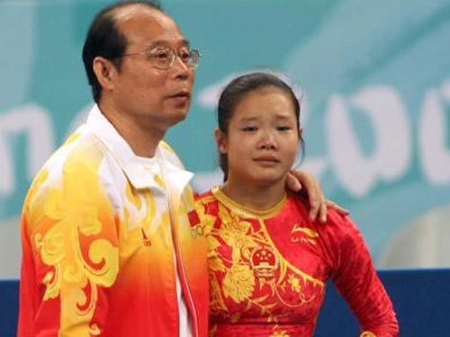 图文:奥运会女子自由操程菲失误 泪眼婆娑