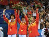 图文:中国女团夺冠 三大高手庆祝