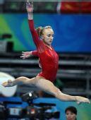 图文:奥运女子自由体操决赛 柳金犹如小鸟