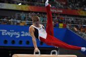 图文:奥运男子鞍马决赛 阿蒂梅夫在比赛中