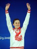 图文:女子3米跳板颁奖 帕卡琳娜挥手致意