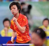 图文:乒乓球女团中国队摘金 张怡宁挥拳高呼