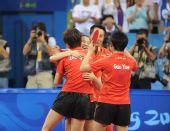 图文:乒乓球女团中国队摘金 队员教练庆祝胜利