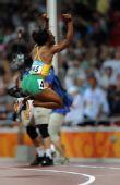 图文:牙买加选手夺100米金牌 弗雷泽振臂高呼中