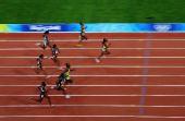 图文:牙买加选手夺100米金牌 在接近终点超越一些