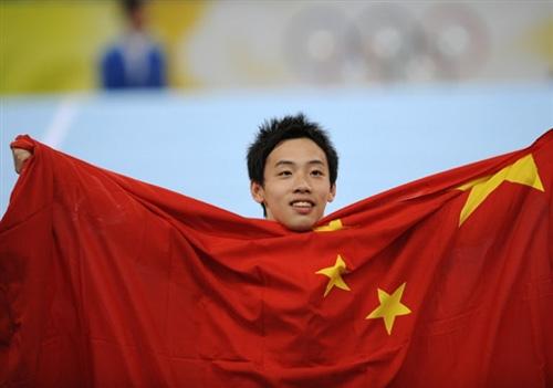 8月17日,在北京奥运会男子自由体操决赛中,中国选手邹凯以16.050分勇夺冠军。