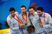 图文:法国队获男子佩剑团体冠军 秀得到的金牌