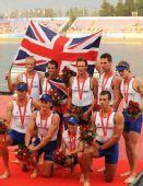图文:男子八人单桨有舵手决赛颁奖 英国代表团