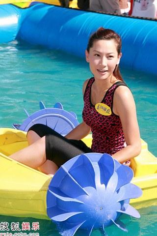 徐子珊水中大秀船技