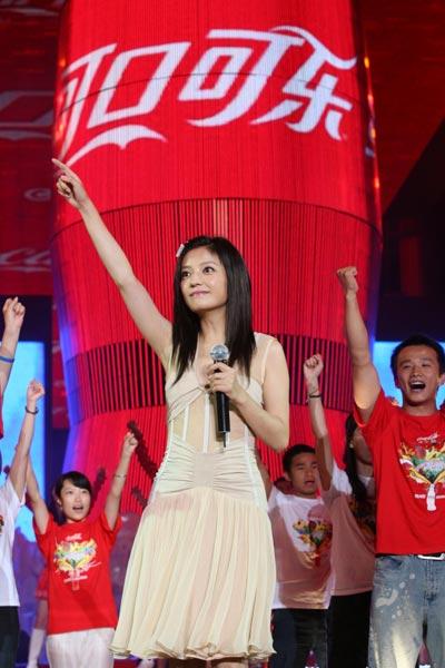 赵薇献歌《红遍全球》
