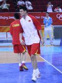图文:小组赛最后一战男篮战希腊 姚明仍是焦点