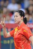 图文:中国女团折桂 王楠在比赛中