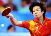 图文:中国女团折桂 张怡宁在比赛中
