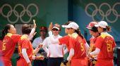 图文:女垒中国0-9美国 中国姑娘庆祝得分