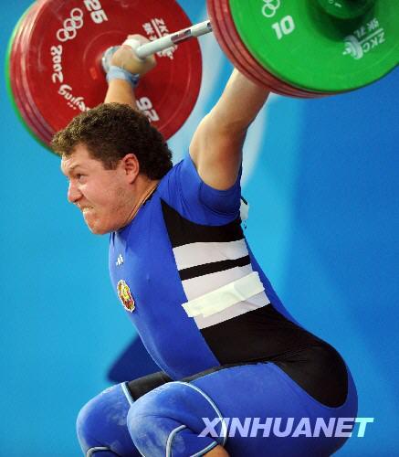 8月18日,白俄罗斯选手安德烈·阿拉姆诺夫在比赛中。当日,安德烈·阿拉姆诺夫在北京奥运会举重男子105公斤级决赛中摘金。 新华社记者杨磊摄