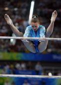 图文:体操―高低杠决赛战报 兹戈巴在比赛中