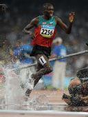 图文:田径男子3000米障碍决赛 选手赴汤蹈火