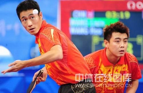 图文:男乒团决赛中国3-0德国  王励勤王皓双打