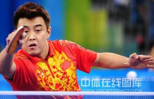 图文:男乒团决赛中国3-0德国  王皓标志的绝杀