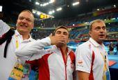 图文:波兰选手夺得男子跳马冠军 献上飞吻