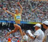 图文:奥运女子跳远及格赛 空中上演凌波微步