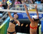图文:沙排女子半决赛中国德比 王洁与薛晨对抗