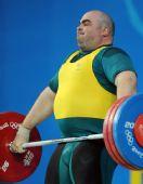 图文:男举105公斤以上级小组赛 凯利在比赛中