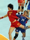 图文:女手1/4决赛中国负韩国 发起强攻