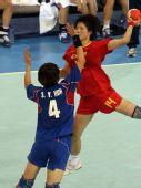 图文:女手1/4决赛中国负韩国 发起进攻