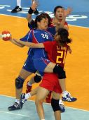 图文:女手1/4决赛中国负韩国 围攻防守
