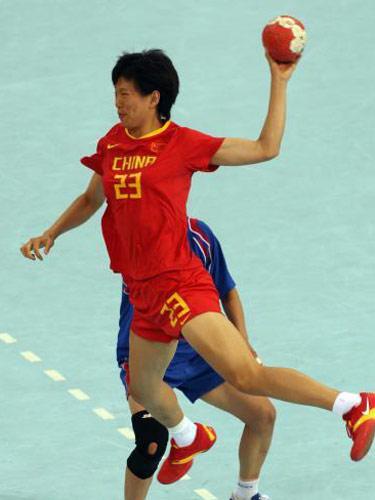 图文:女手1/4决赛中国负韩国 跃起进攻