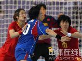 图文:女手1/4决赛中国负韩国 门前防守