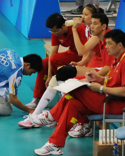图文:中国女排VS俄罗斯 中国队教练组