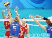 图文:女排1/4决赛中国vs俄罗斯 紧密防守