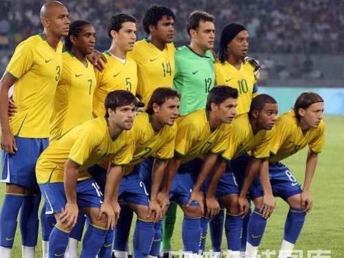 图文:男足半决赛巴西vs阿根廷 巴西队亮相