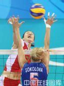 图文:女排1/4决赛中国完胜俄罗斯 发力进攻