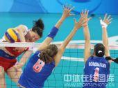 图文:女排1/4决赛中国完胜俄罗斯 发起猛攻