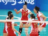 图文:女排1/4决赛中国完胜俄罗斯 激动欢呼