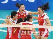 图文:女排1/4决赛中国完胜俄罗斯 胜利欢笑