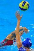 图文:女子水球中国胜意大利获第五 你争我夺