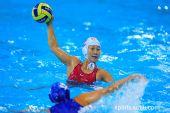 图文:女子水球中国胜意大利获第五 准备传球