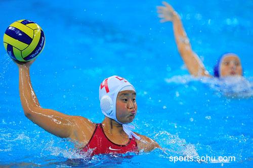 图文:女子水球中国胜意大利获第五 嘟起嘴巴