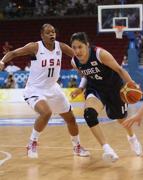 图文:女篮美国队对阵韩国队