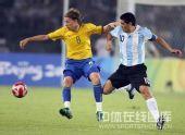 图文:男足半决赛阿根廷胜巴西 里克尔梅很抢眼