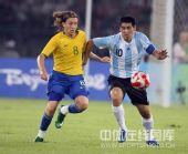 图文:男足半决赛阿根廷胜巴西 里克尔梅遭死盯